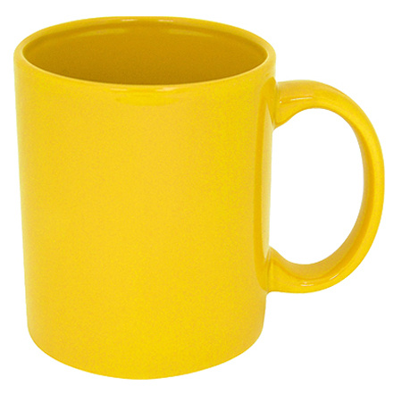жълта керамична чаша